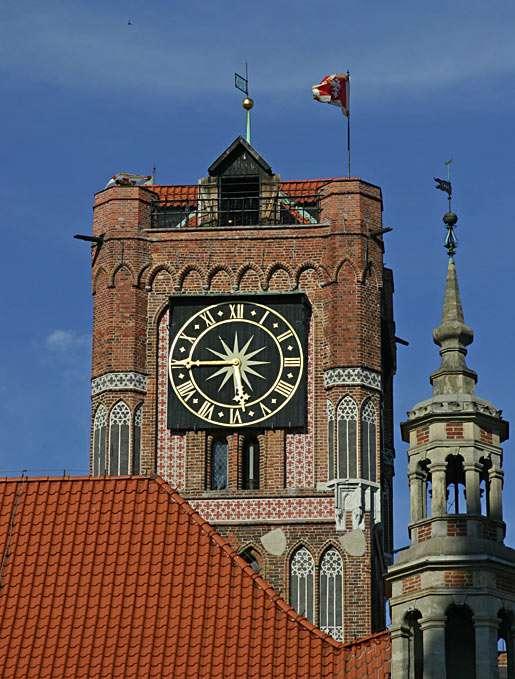 Věž staré radnice v Toruni (Polsko) - Počátky historie radnice sahají až do XIII. Století. Patří k nejvýznamnějším počinům středověké architektury v Evropě (5×7)