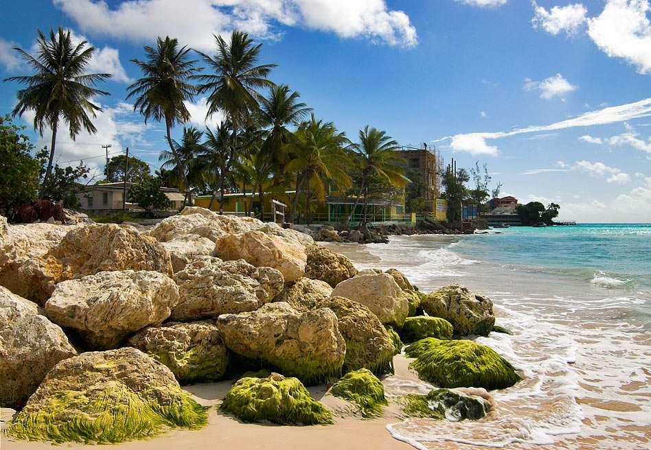 Pláž Dover - Barbados - Pláž Dover se nachází na jižním pobřeží Barbadosu. Pláž je oblíbená pro různé vodní sporty, včetně plachtění Hobie Cat, jetskiingu, nastupování na boogie a windsurfingu (12×8)