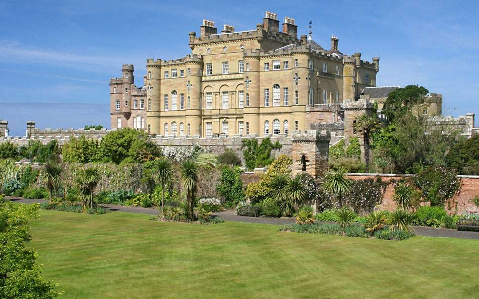 Culzean Castle (Scotland) - Culzean Castle is a castle near Maybole, Carrick on the Ayrshire coast of Scotland. The castle is also famous for appearing on the back of five pound notes issued by the Royal Bank of Scotland (10×6)