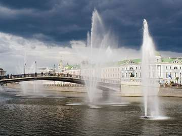 Fountains in the channel (Moscow)