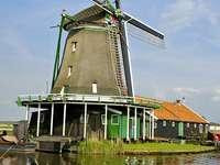 Větrný mlýn v Zaanse Schans (Nizozemsko)