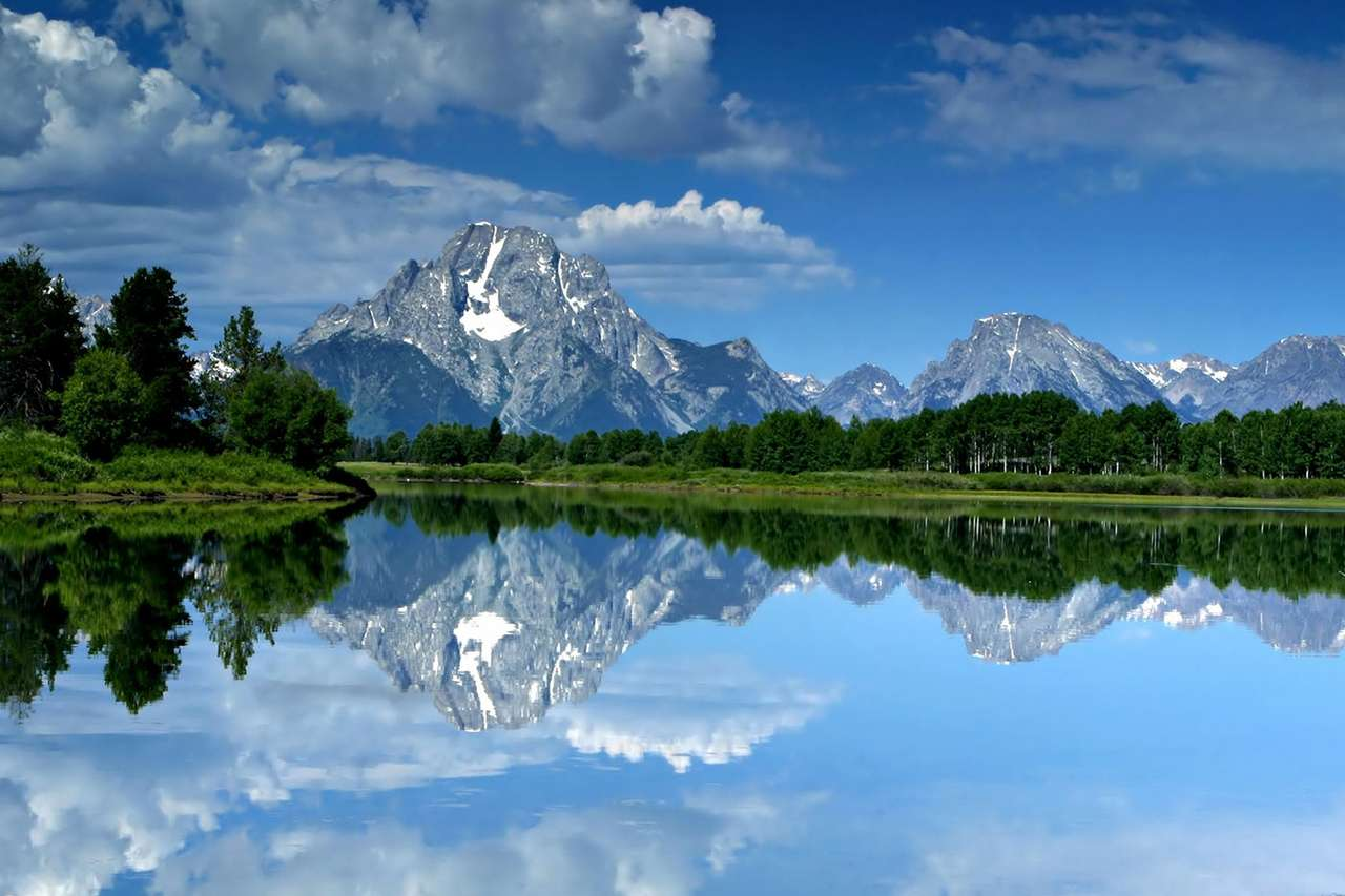 Mount Moran (USA) - Mount Moran is a mountain in Grand Teton National Park of western Wyoming (USA). It is rising 1830 meters above Jackson Lake and 3842 meters above sea level. The mountain is named for Thomas Moran, an (12×8)