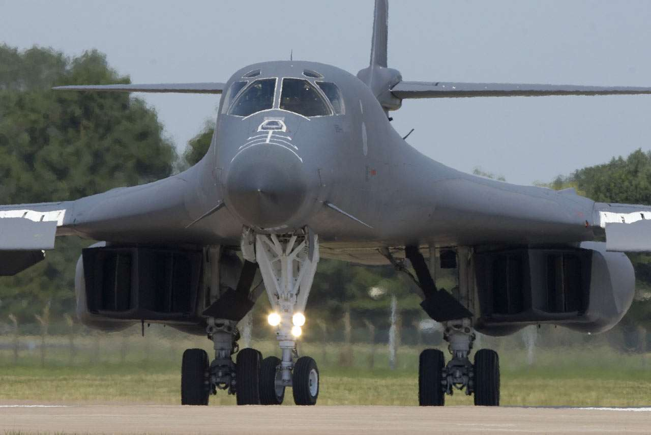 B-1 Lancer - The B-1 Lancer is an American strategic bomber with variable geometry wings. Forward wing settings are used for takeoff, landings and high-altitude maximum cruise (8×5)