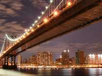 Manhattan Bridge bei Nacht (USA)