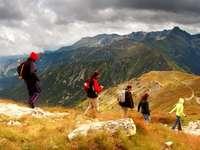 Excursionistas en las montañas Tatra