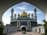 Jame'Asr Hassanal Bolkiah Mosque (Brunei)