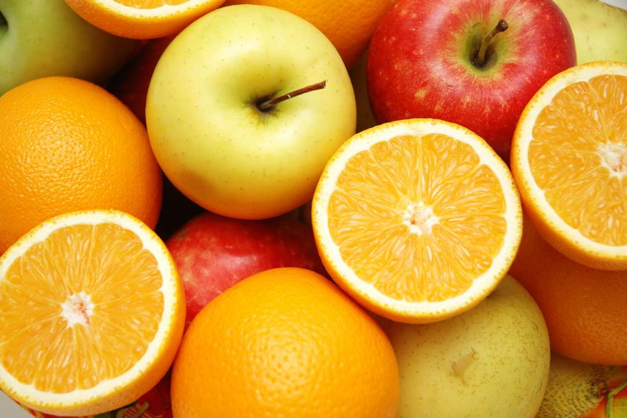 Apples and Oranges - Apples and oranges are very popular fruits around the world. Both fruits are good source of vitamins (15×10)