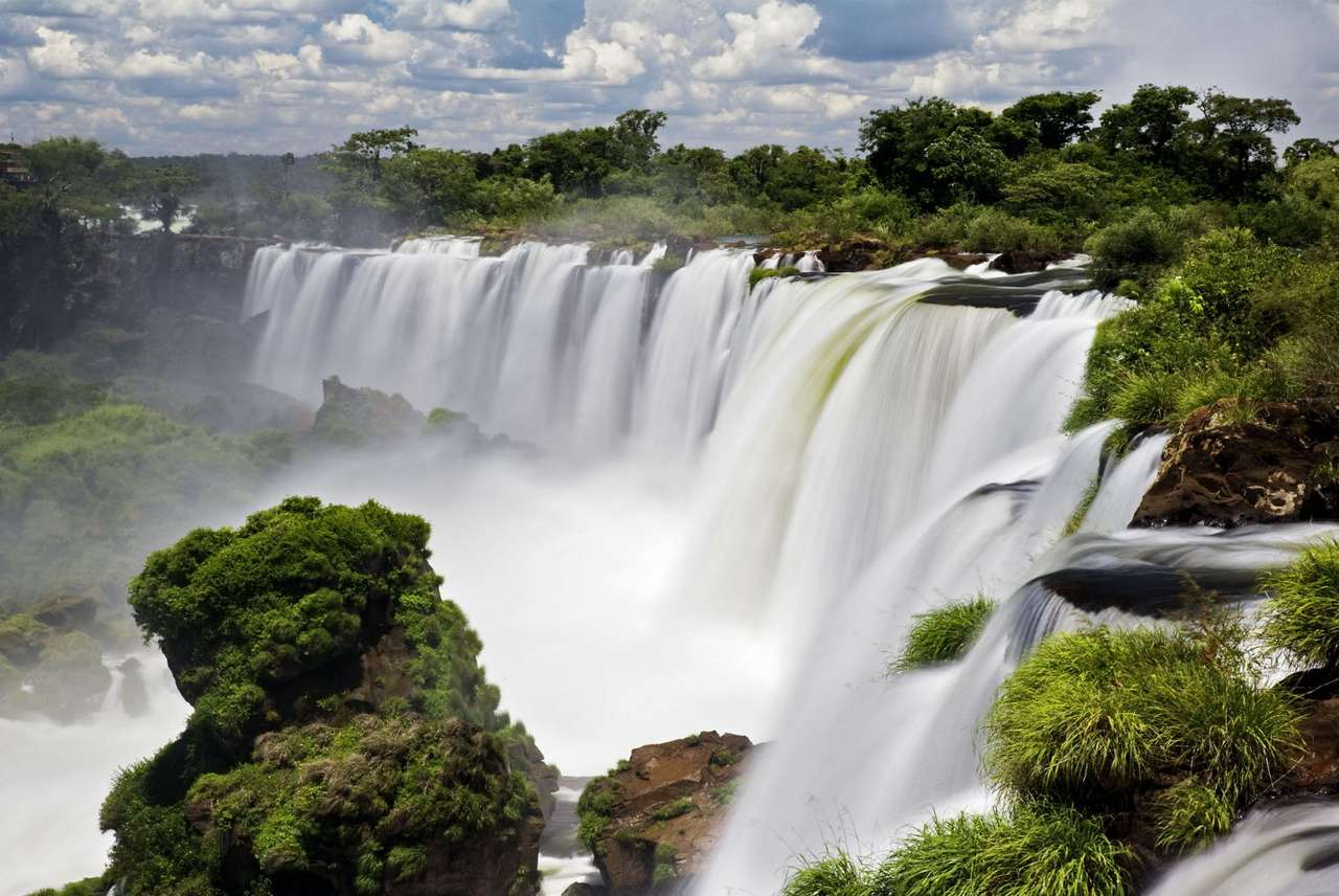 Iguassu Falls (Brazil) - Iguazu Falls, also known as Iguassu Falls, is the series of about 270 waterfalls. It is located on the border of Brazil and Argentina. The largest waterfall - Devil's Throat is higher than Niagara Fal (10×6)