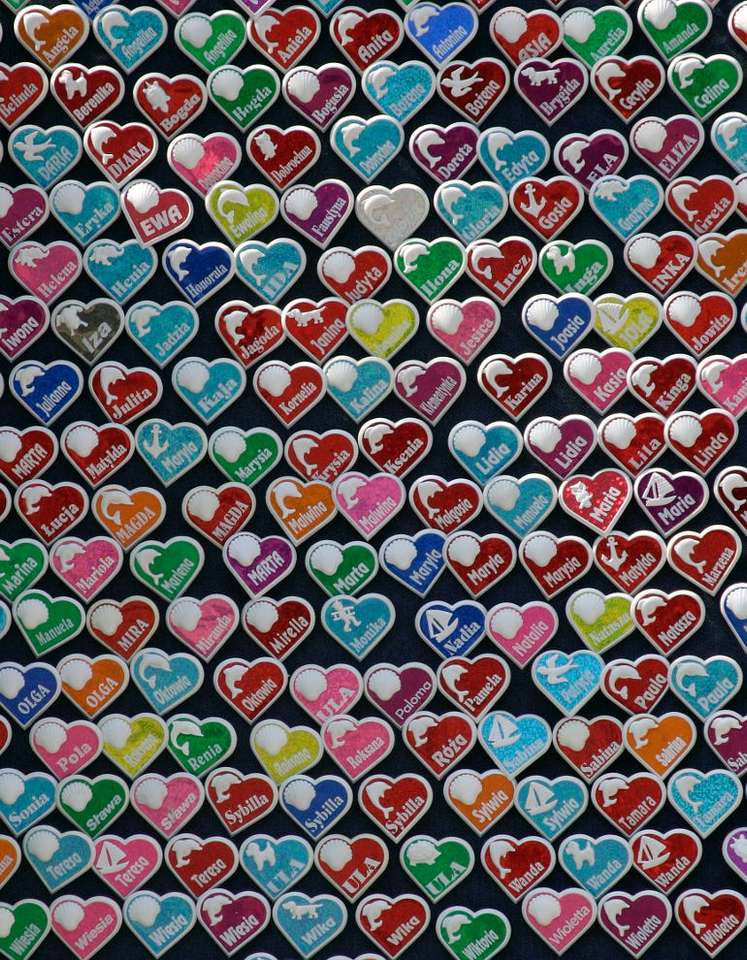 Hearts with names - There are several ideas what to buy when we are on holiday at the seashore. Shells, necklaces made of amber, soft toys, or hearts with marine trinkets and your name written on it are one of the most p (14×18)