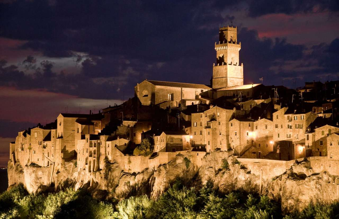 Pitigliano (Italy) - Pitigliano is a town in the Italian Tuscany, in the Grosseto province. The first records of Pitigliano date back to 1061. However, this place was already inhabited in the Etruscan Times (9×5)