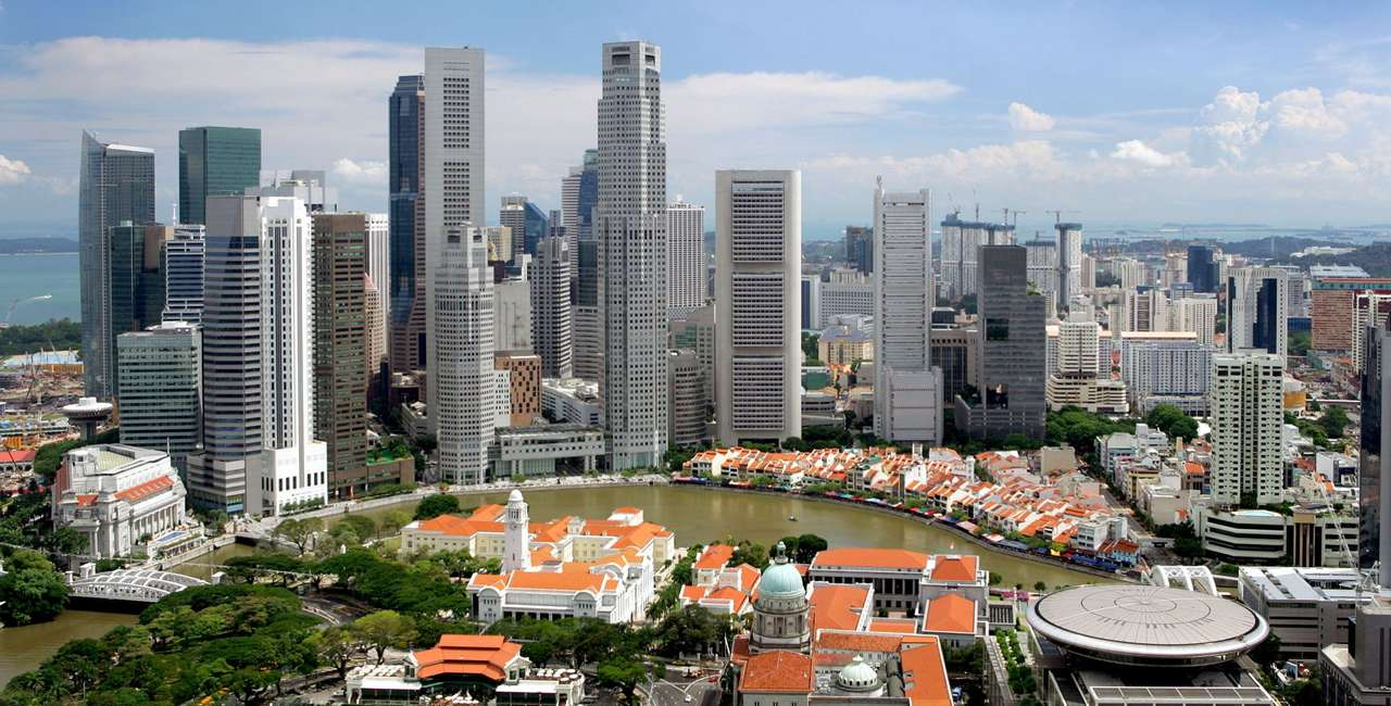 Financial district (Singapore) - Singapore is a city-state off the southern tip of the Malay Peninsula. Its name comes from the Sanskrit (singa - lion, pura - city), that is why it is often called the City of Lion. Singapore regained (14×7)