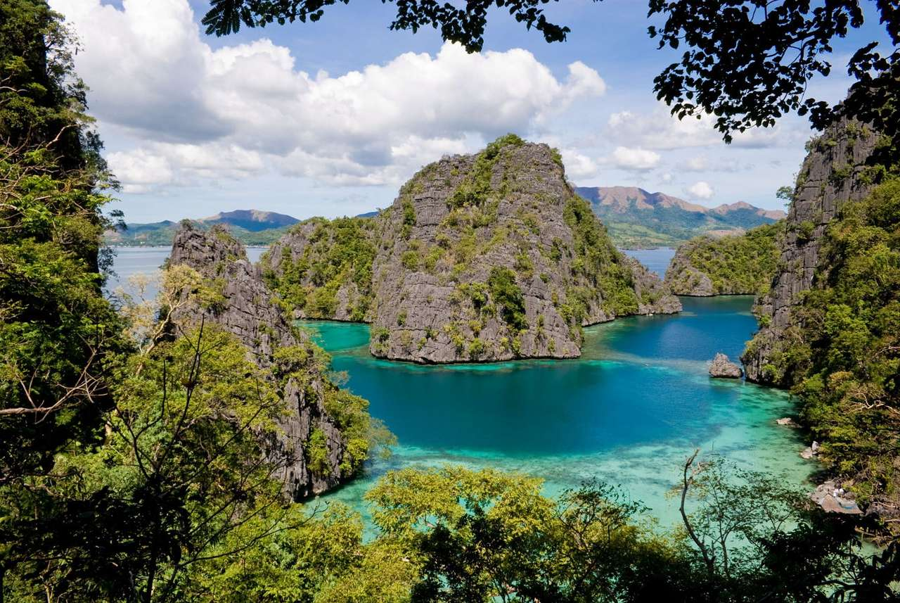 Palawan Island (Philippines) - Lagoon surrounding the Palawan Island (Philippines)