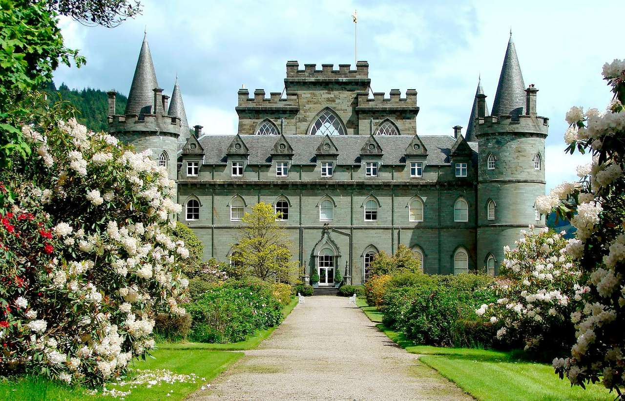 Inveraray Castle (United Kingdom) - Castle Inveraray located in western Scotland is the residence of Clan Campbell chiefs. The edifice was erected in 18th century near the old fortress. When the castle was being built the village of Inv (11×7)