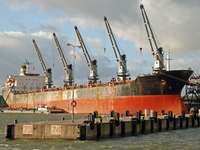 Loading of a ship in Klaipeda (Lithuania)