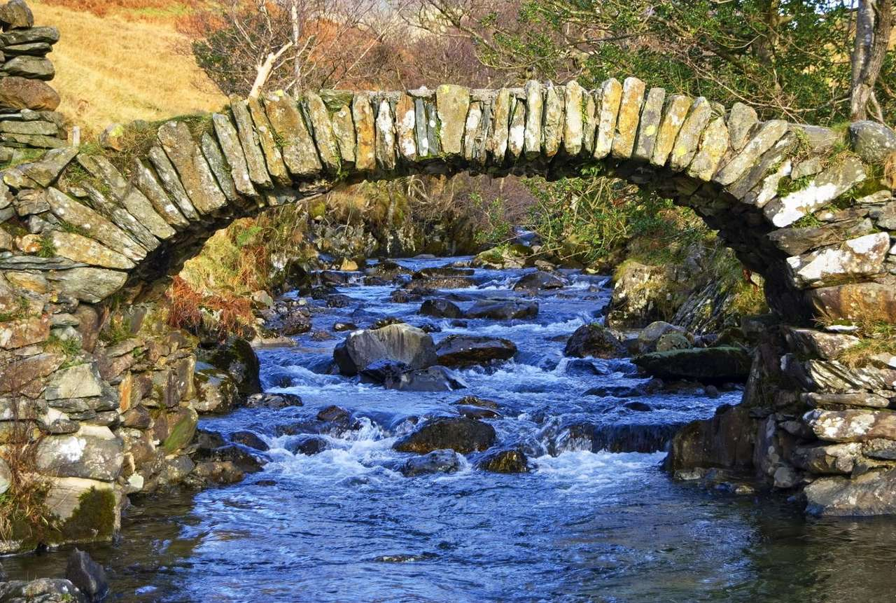 Bridge near Ambleside (United Kingdom) - Old bridge, built over a stream near the English village of Ambleside, is one of the best preserved old, heavy bridges used for transporting goods on horses. The stone bridge consists of two pillars a (12×8)