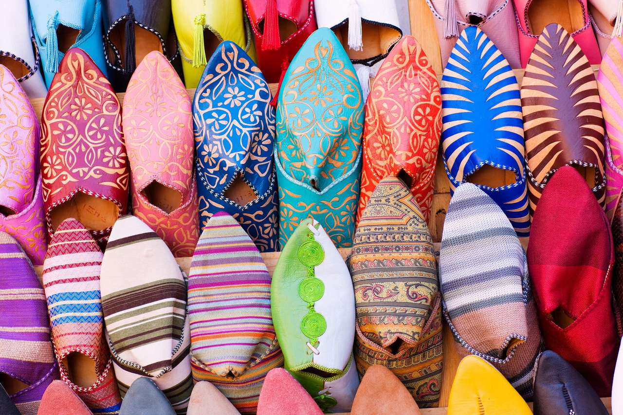 Colorful Arab shoes - Shoes that are sold on bazaars almost everywhere in Morocco, as well as in the whole developed part of Africa, are one of the most important souvenirs that may be purchased in these countries. Traveli (24×16)