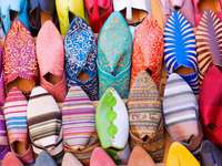 Scarpe arabe colorate