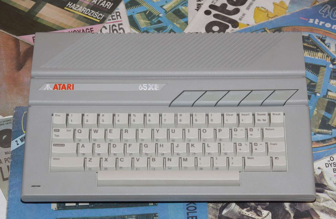 Atari 65XE - Atari 65XE 8bit computer was announced in 1985, at the same time as 16bit Atari ST series. Atari 65XE was equivalent to older model 800XL. 64 kilobytes of RAM memory and 1,77MHz processor was good con (14×8)