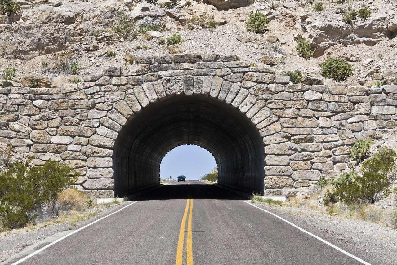 Túnel no Parque Nacional Big Bend (EUA)