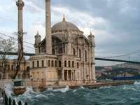 Ortakoy-moskee in Istanboel (Turkije)