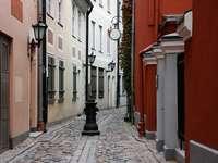 Kis utca Rigában (Lettország)