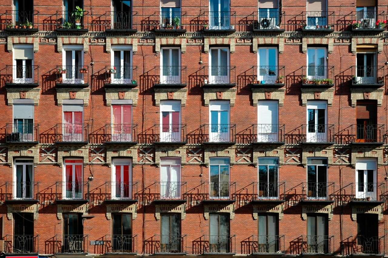 De gevel van een flatgebouw