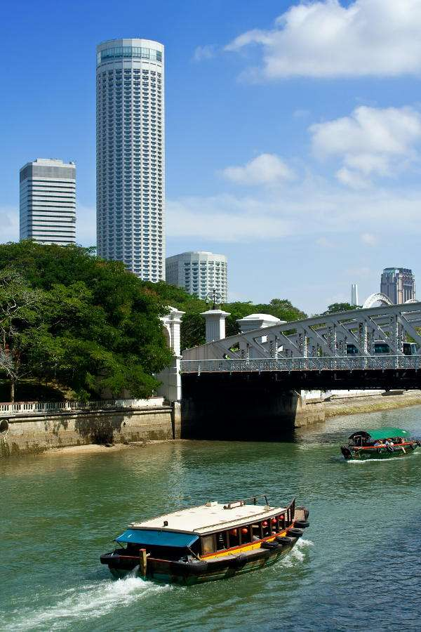 Anderson Bridge in Singapore - Anderson Bridge in Singapore comes from the beginning of the 20th century. It is the bridge connecting northern and southern banks of the Singapore river. In 1990, when the intensity of traffic increa (6×9)