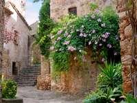 Krásný roh v Peratallada (Španělsko)