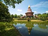 Βουδιστικός ναός Phi Lom (Ταϊλάνδη)