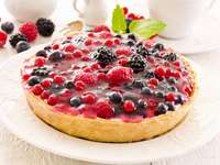 Tart with fruits of the forest