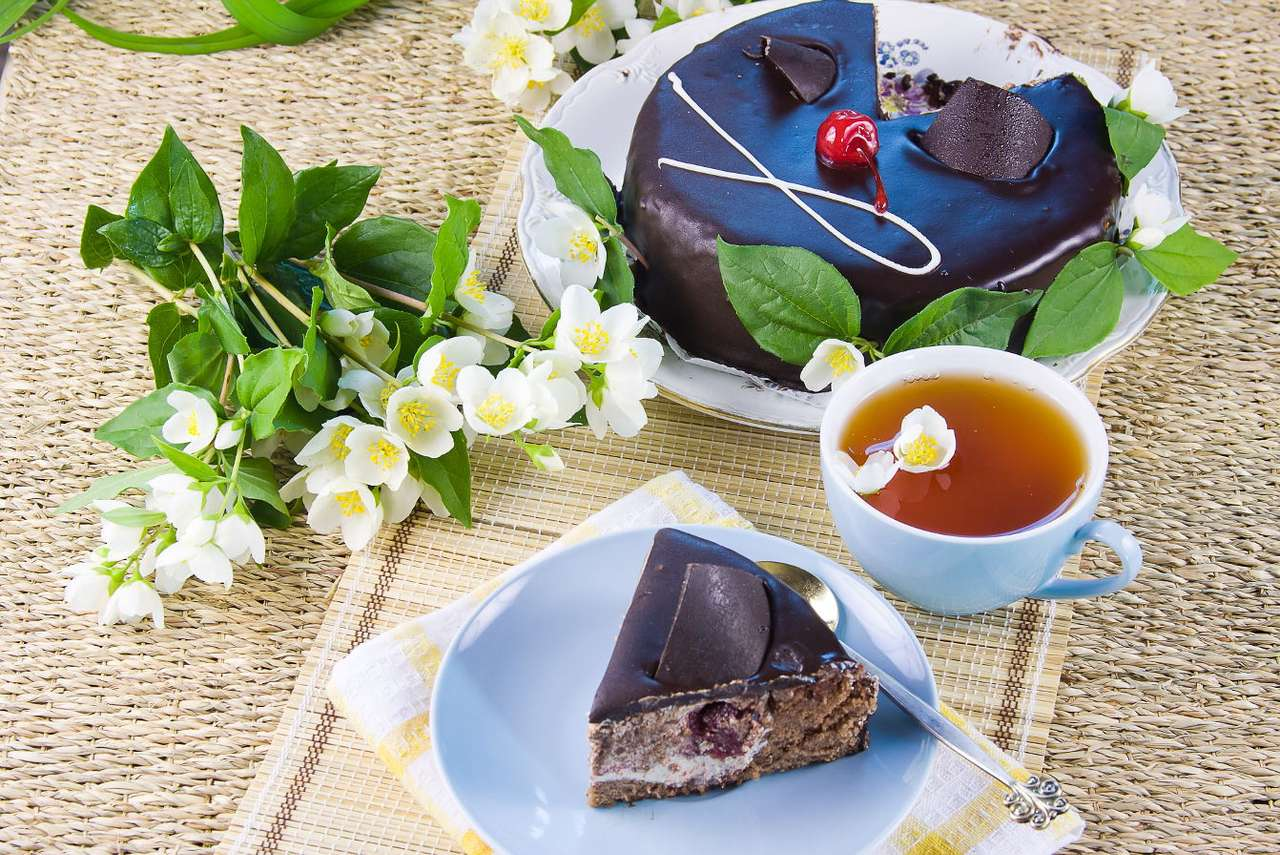Green tea with cake - Green tea is a very healthy drink. Due to its characteristic aroma it is not to everyone's taste, however, everyone should give it a try. It is produced exclusively from the Chinese tea varieties, t (11×8)