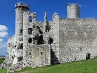 Ruins of Ogrodzieniec Castle (Poland)