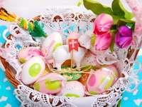 Πασχαλινό καλάθι με αυγά και αρνί