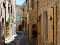 Gata i staden Lourmarin (Frankrike)