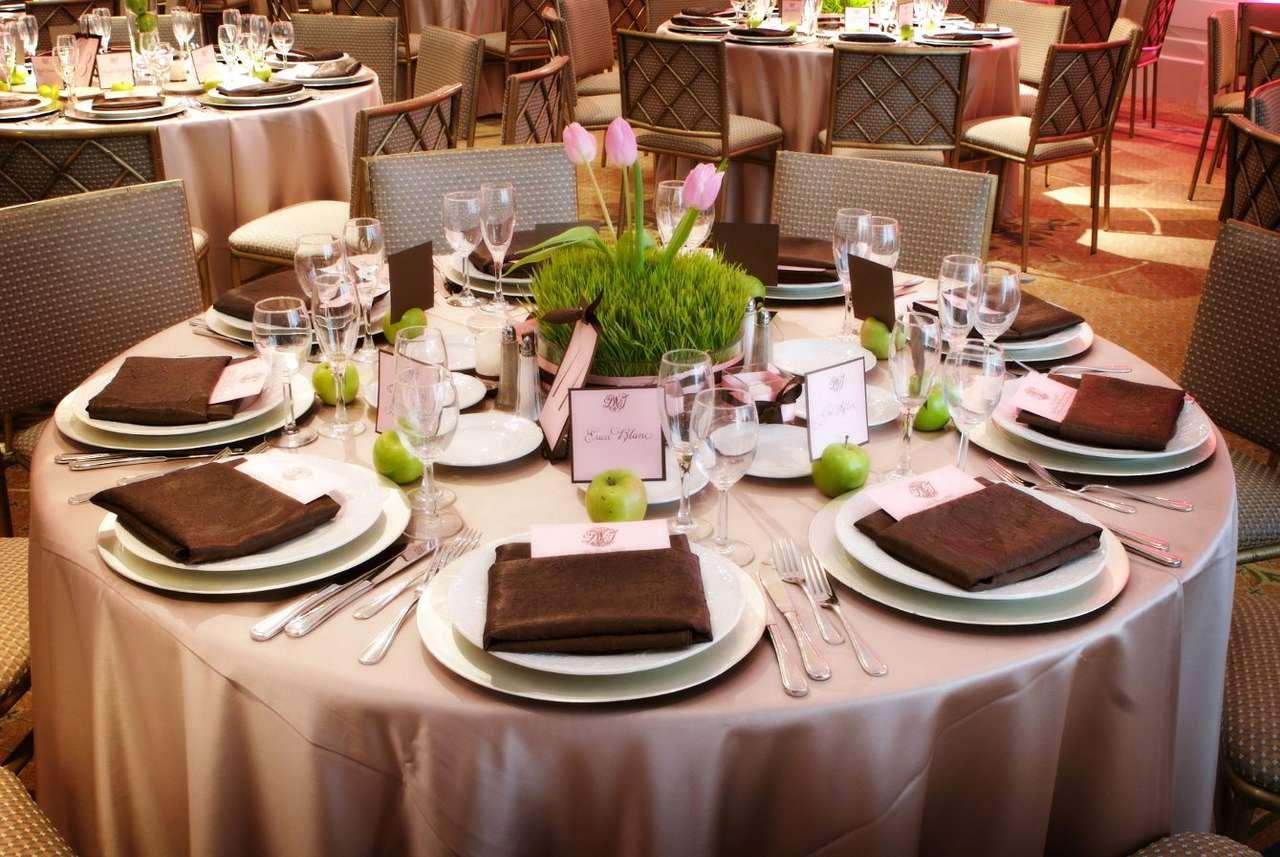 Decorazione della tavola al ricevimento di nozze