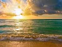 Východ slunce nad Atlantským oceánem