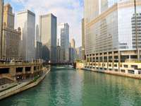 View from the Michigan Avenue Bridge on the Chicago River (USA)