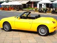 Fiat Barchetta amarillo