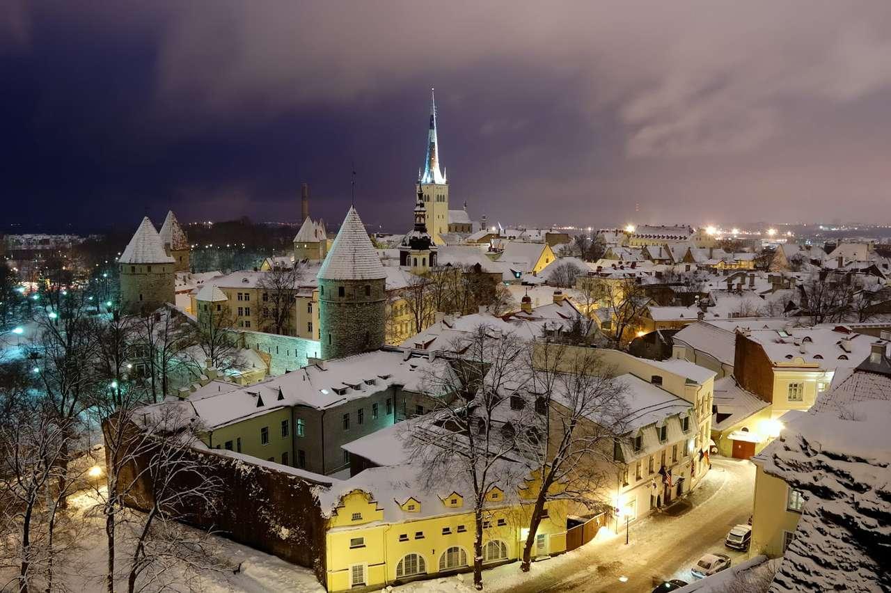 Casco antiguo de invierno de Tallin (Estonia)