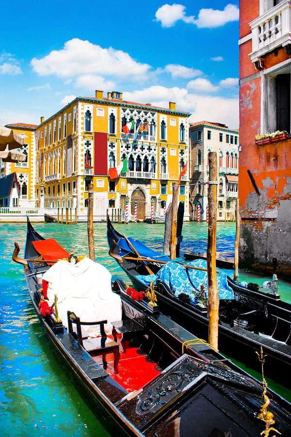 Gondoles sur le Grand Canal (Italie)