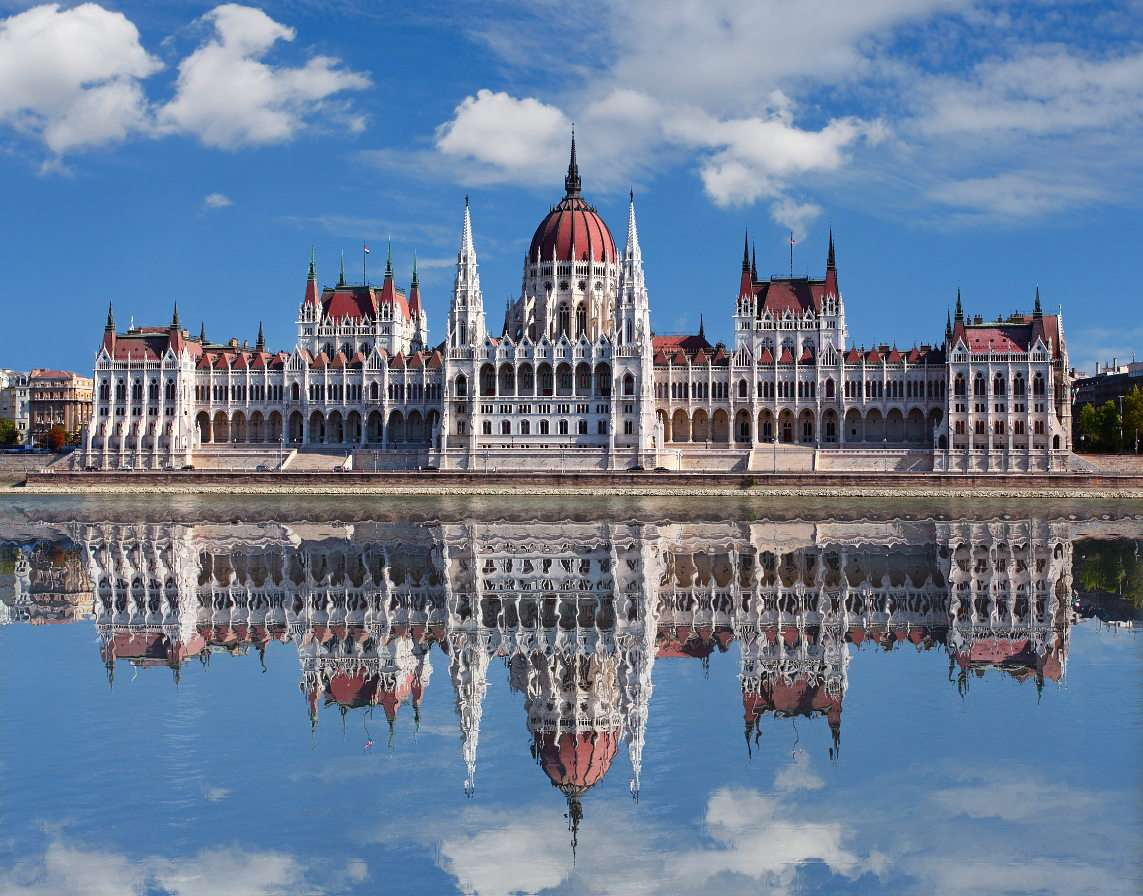 Parlamentsbyggnaden i Budapest (Ungern)