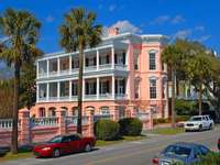Pink mansion in Charleston (USA)