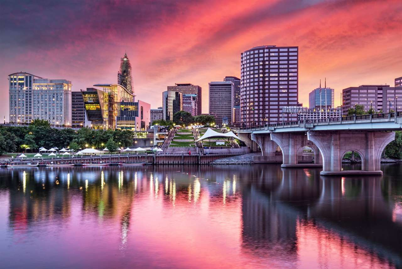 Business district in Hartford (USA) - Hartford is an American city located on the Connecticut river. It is the seat of many insurance companies and an important industrial center. Together with the city of Springfield that lies nearby, Ha (10×7)