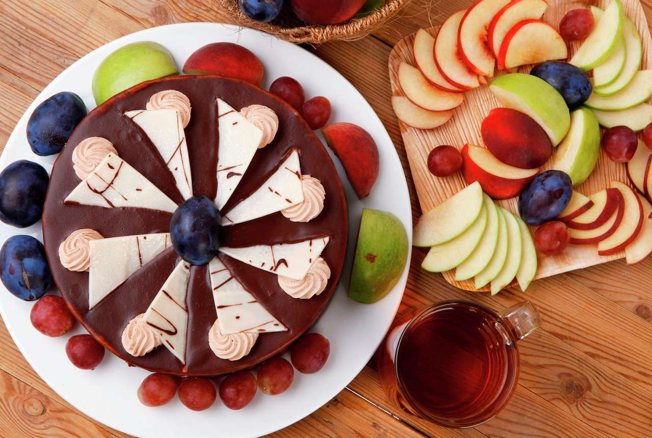 Chocolate cake with fruit - Chocolate cake, which is quite frequently referred to as brownie, is a delicious and easy to prepare dessert with the addition of cocoa. Because of its great taste, dark brown cake is loved by both ch (20×12)