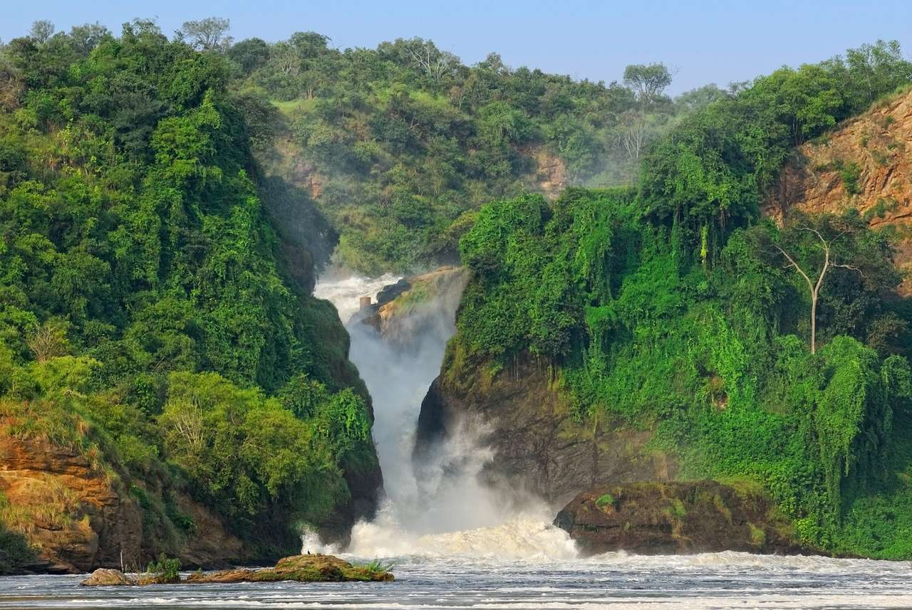 Murchison Falls (Uganda) - Murchison Falls is located on the Victoria Nile, the river that flows through northern Uganda. The waterfall, which is 120 meters high, was discovered in 1864 by Samuel Baker, a British traveler and e (7×5)