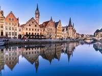 Gent pe râul Leie (Belgia)