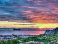 Pôr do sol na Bretanha (França)
