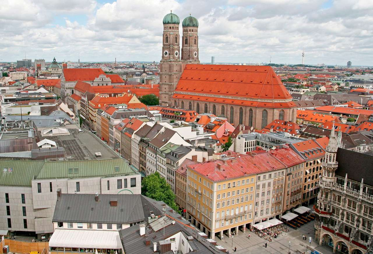 Old City of Munich (Germany) - Munich is the capital of Bavaria and is located in southern Germany on the River Isar. There is the Marienplatz, or Mary's Square in the city, around which Munich's most important and valuable archi (9×6)