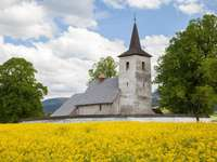 Igreja na aldeia de Ludrová (Eslováquia)