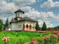 Mănăstirea din Izvoru Mureș (România)